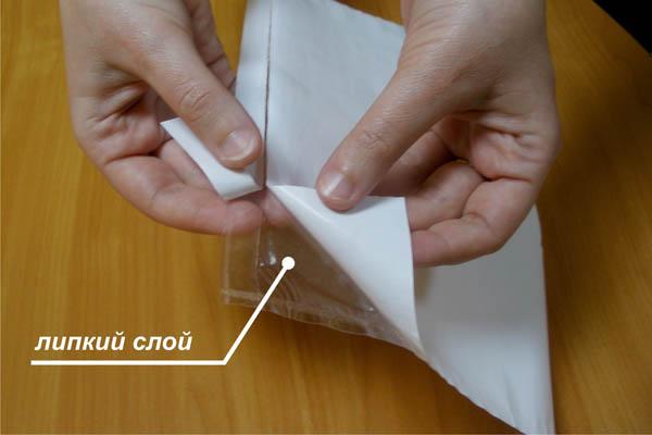 по всей поверхности пакета нанесен клеевой слой